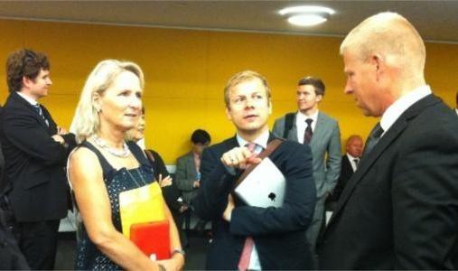 INTERNASJONALE FORHANDLINGER: Daværende utviklingsminister Heikki Holmås (SV) hadde Gro Nystuen, medeier i det private selskapet ILPI, ved sin side da våpenkjøpsavtalen ble forhandlet frem i FN-hovedkvarteret i New York i 2012.