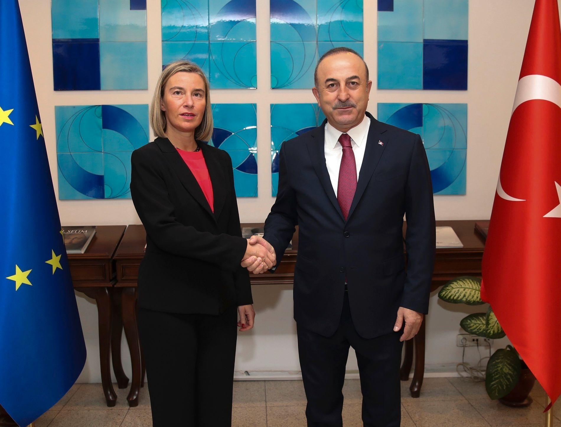 f62460f0 SKAL FORHANDLE: Federica Mogherini, visepresident i EU-kommisjonen på plass  hos den tyrkiske utenriksminister Mevlüt Çavusoglu torsdag morgen.