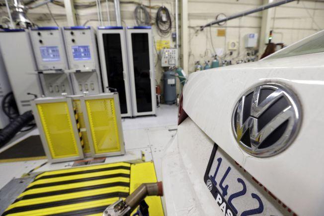 INN TIL REPARASJON: Fra januar 2016 skal nærmere 150.000 Audi-, Skoda- og VW-modeller inn til reparasjon i Norge. Vegdirektoratet skal kontrollere at ingen biler glipper i tilbakekallingen. Her testes utslippene til en VW-modell hos de amerikanske miljømyndighetene.