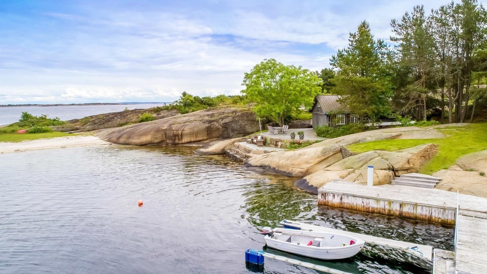 TIL SALGS: Denne sjøeiendommen på Tjøme i Vestfold er til salgs med prisantydning 40 millioner kroner. Det er eiendomsmegler Tore Solberg i Eiendomsmegler 1 som formidler salget.