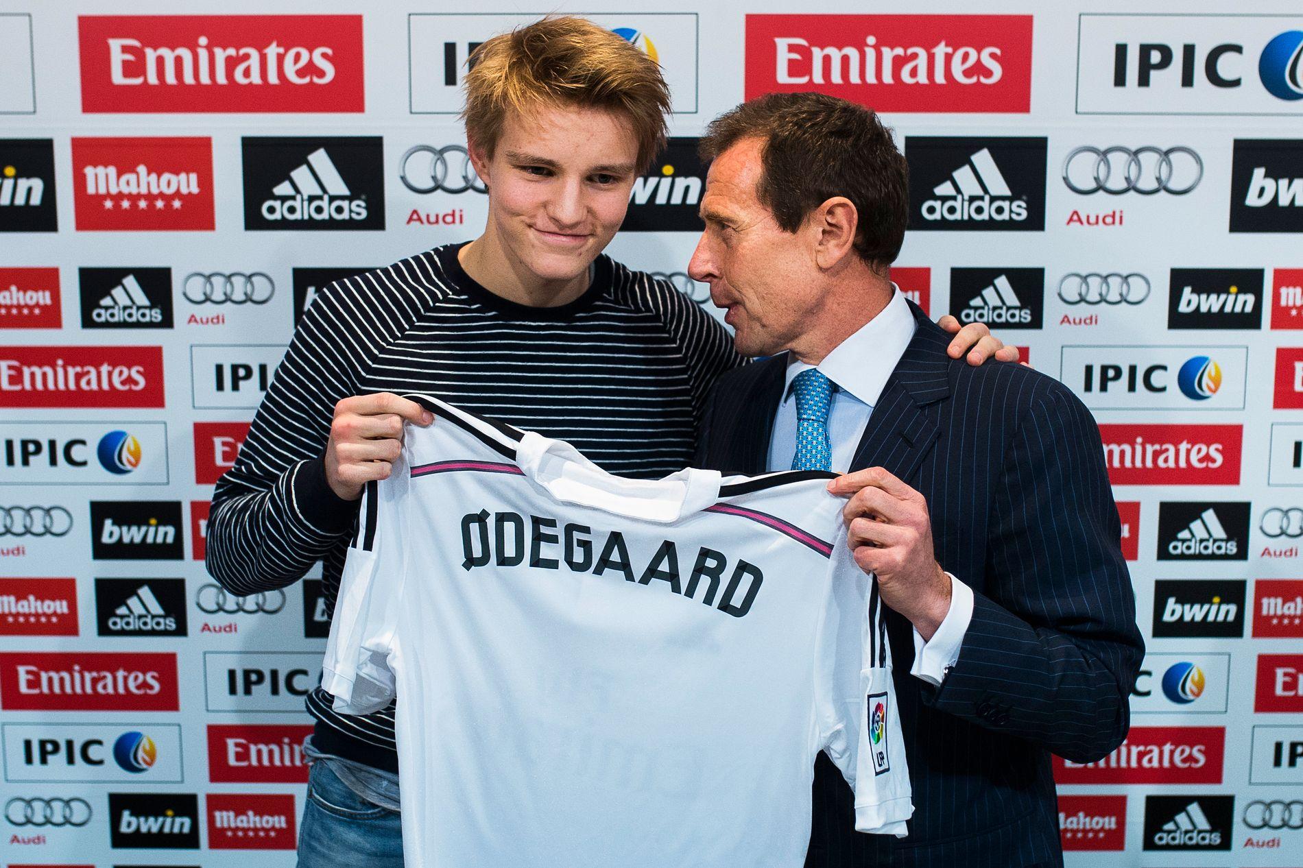 STOR DAG: 22. januar 2015 ble Martin Ødegaard presentert som Real Madrid-spiller, og direktør Emilio Butragueno og klubbens ledelse har fremdeles tro på nordmannen. Kontrakten er forlenget til 2021.