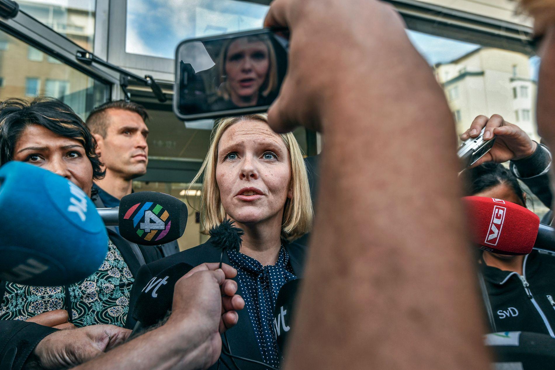 UTENLANDSTUR: Her er innvandrings- og integreringsminister Sylvi Listhaug på utelandsbesøk til Rinkeby i Stockholm. I januar skal hun reise til Øst-Afrika for å diskutere migrasjon og returavtaler, samt besøke flyktningleire.