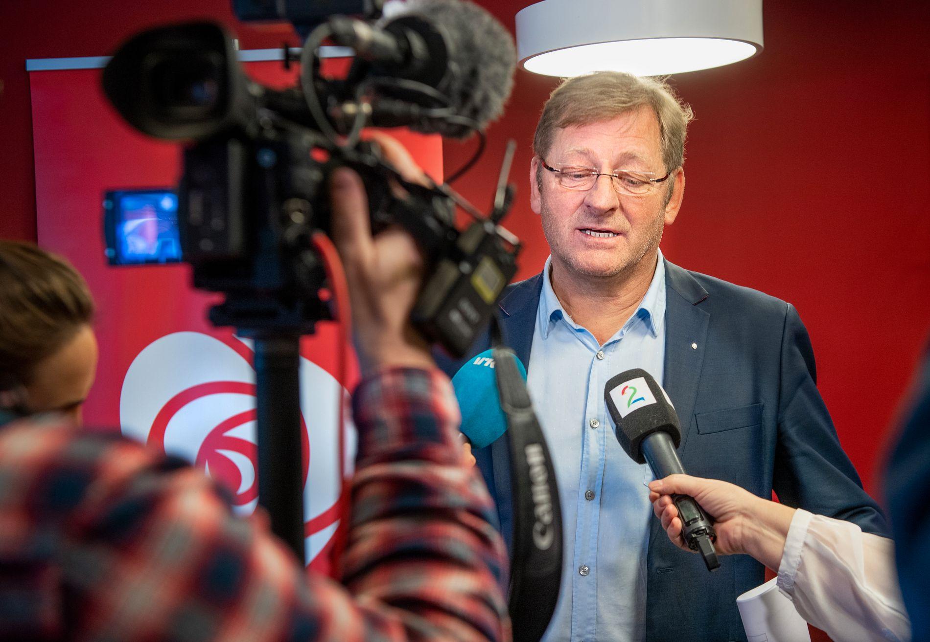 KOMITÉLEDER: Stortingsrepresentant Jorodd Asphjell, her på vei inn til møtet på Folkets Hus i Trondheim i valgkomiteen i Trøndelag Ap.