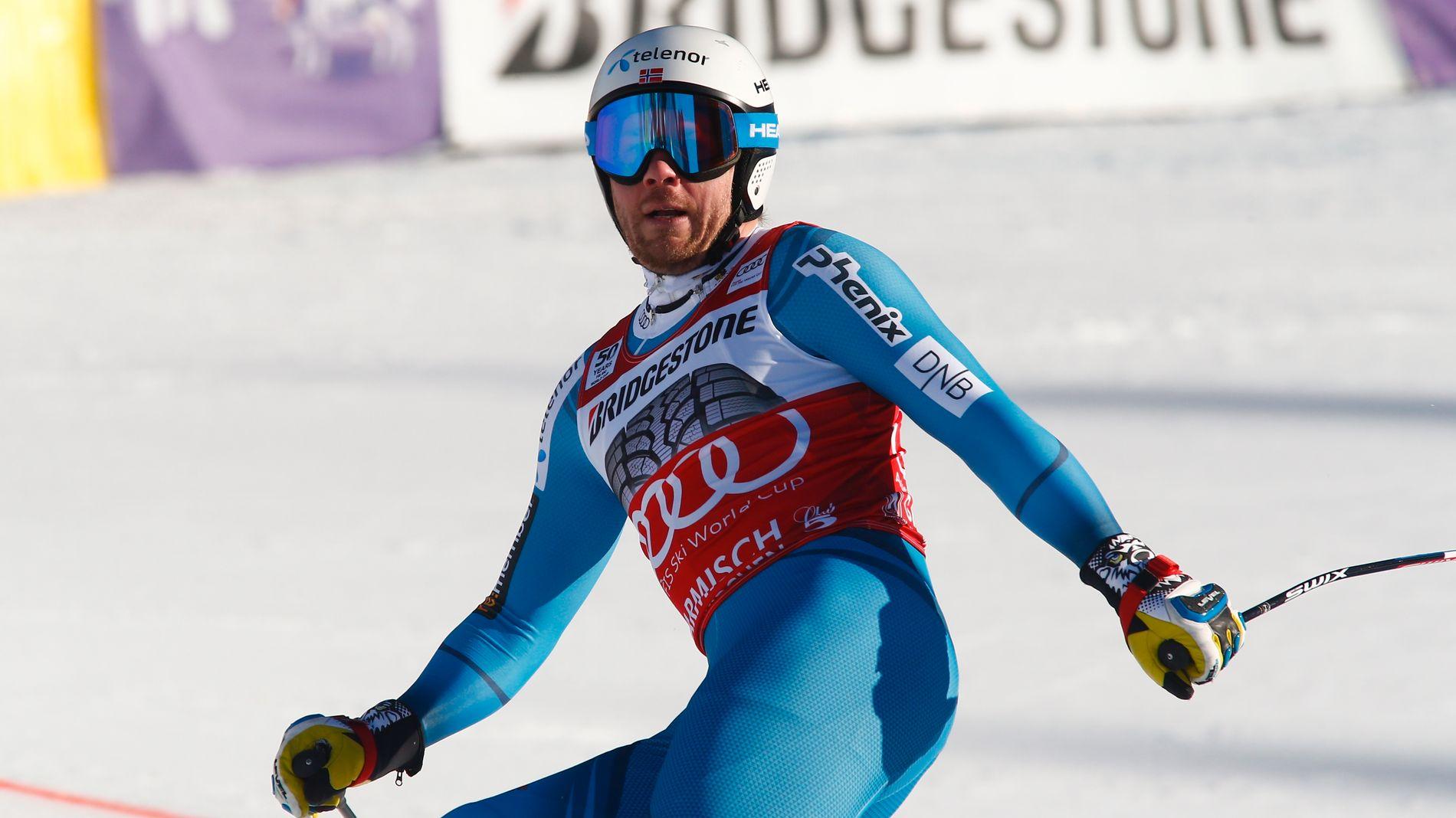 Kjetil Jansrud kikker opp på resultattavlen i målområdet, og må erkjenne at han var over åtte tideler bak Hannes Reichelt etter utforrennet i Garmisch Partenkirchen.
