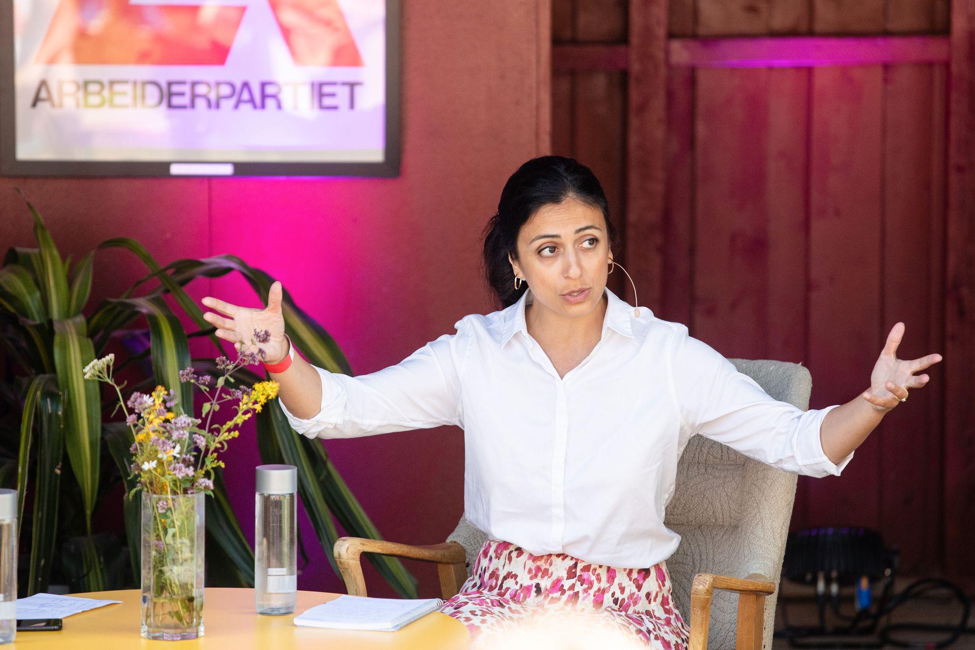 LANGER UT: Ap-nestleder Hadia Tajik
