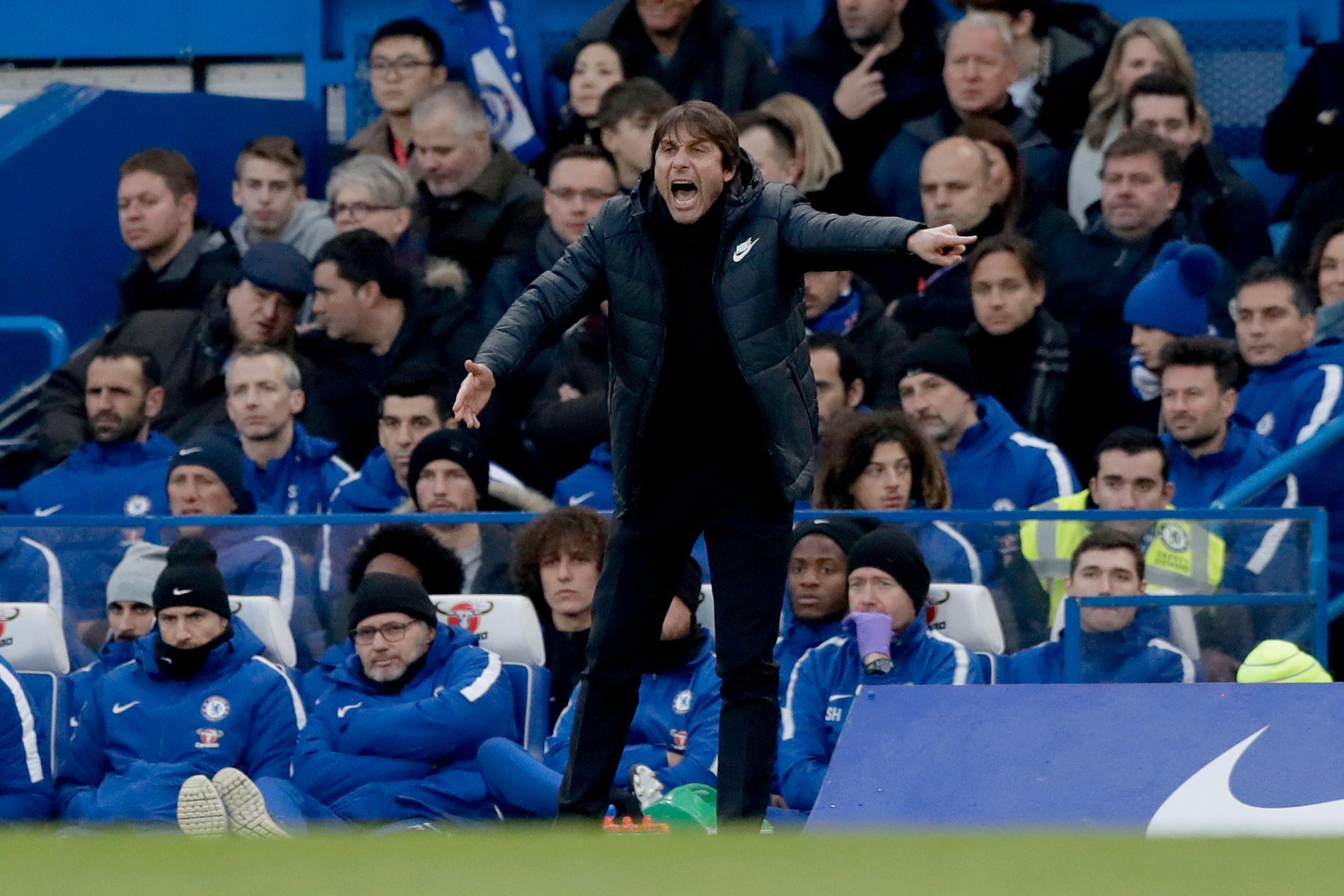 FRUSTRERENDE: Antonio Conte og hans Chelsea slet mot Leicester lørdag.