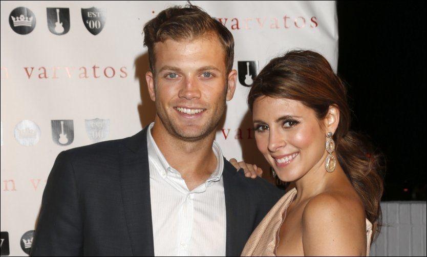 FERSKE FORELDRE: Cutter Dykstra (24) og Jamie-Lynn Sigler (32) fikk en sønn 28. august. Foto: AP