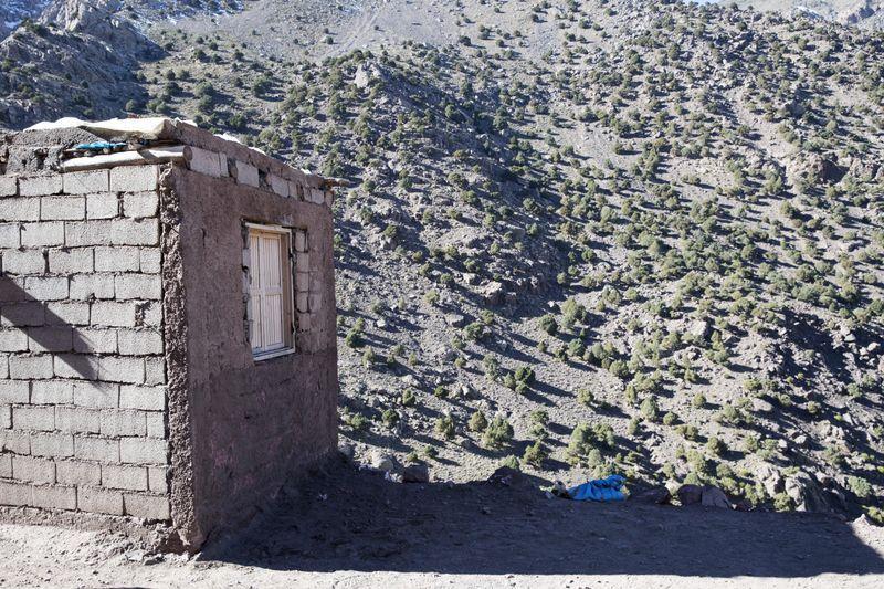 ÅSTEDET: Ved veggen på denne steinbua sto teltet der Maren Ueland og danske Louisa Vesterager Jespersen ble drept under en fjelltur i Imlil.