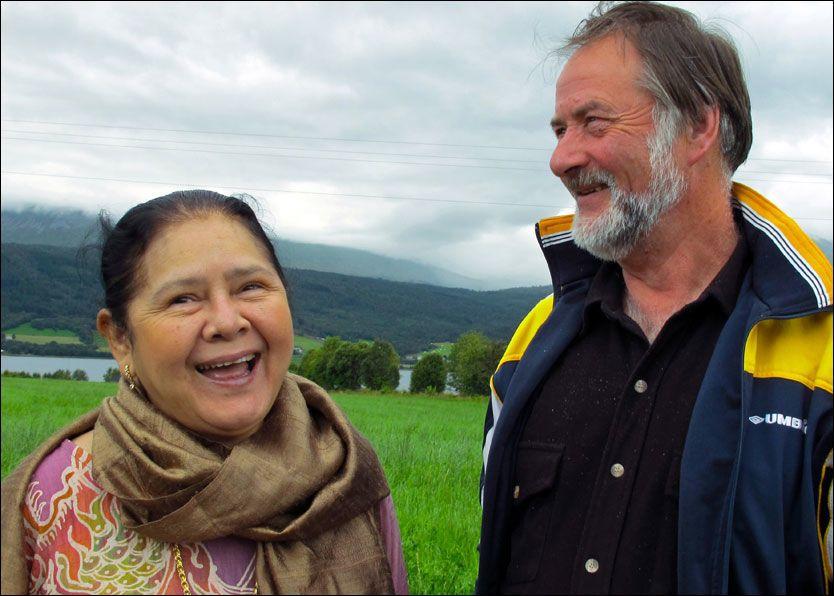 KLARE FOR SVERIGE: Nantaya og Lars Johan fra serien «Et lite stykke Thailand». Foto: Skofteland Film AS