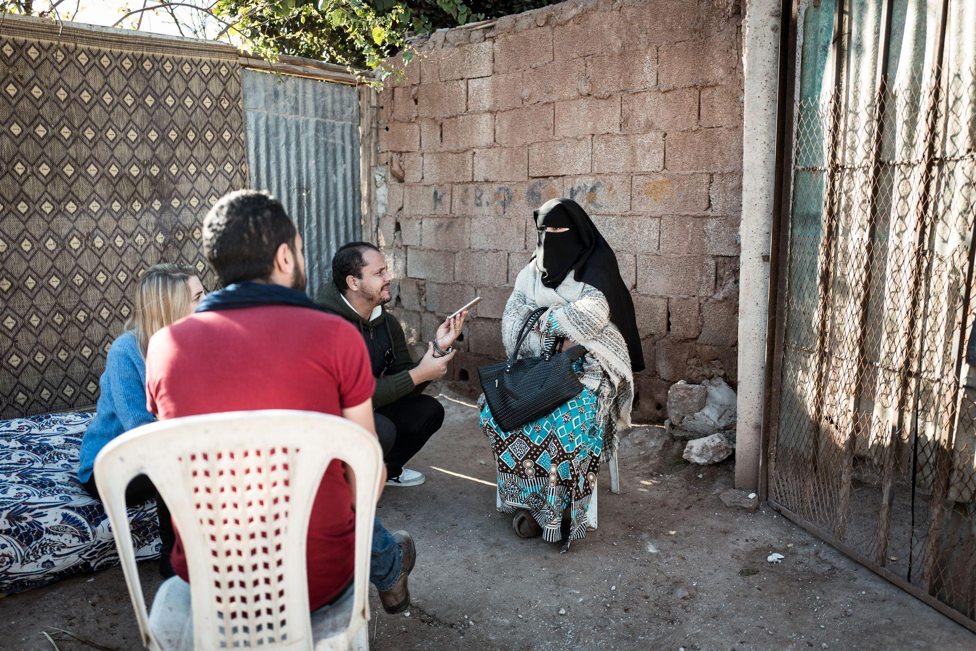 KONA: Aisha, kona til Abderrahim Khayali, vet ikke hva hun si om at ektemannen er pågrepet for terrordrap i Atlas-fjellene.