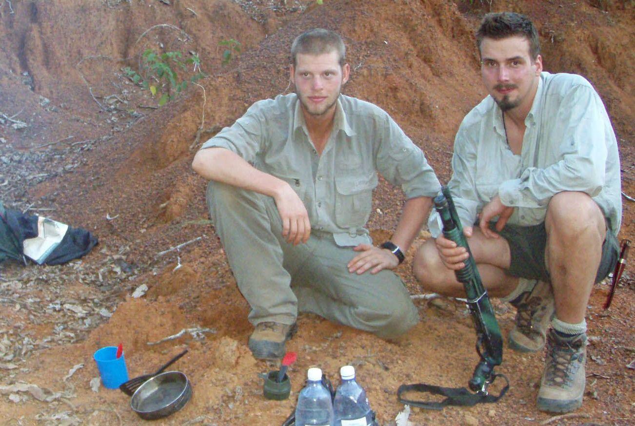 INNE I KONGO: Her er Joshua French og Tjostolv Moland på vei til Kisangani i mai 2009.