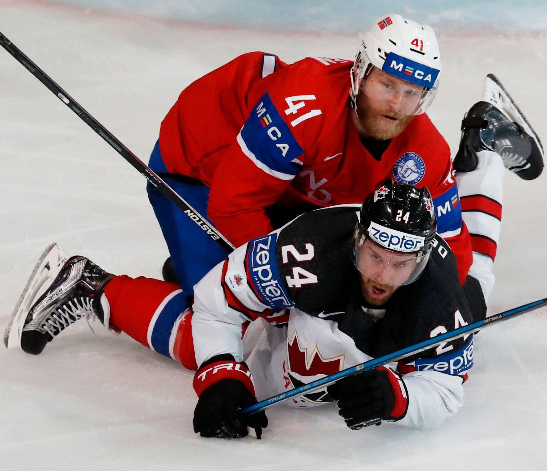 FINN ÉN FEIL: Patrick Thoresen (34) er etter Mats Zuccarello (30) Norges mest suksessrike ishockeyspiller. Zucca er allerede uaktuell for OL, mens Thoresen kan bli det i morgen, tirsdag 5. desember. Bildet er fra Norge-Canada i VM i mai.