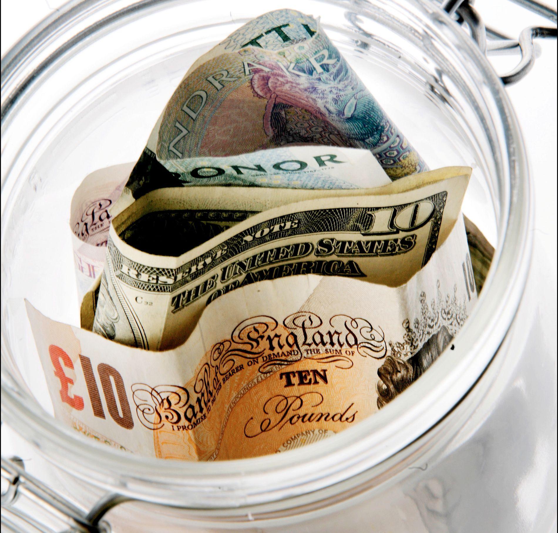 VALUTA: Mange har en god del utenlandske kontanter liggende hjemme.