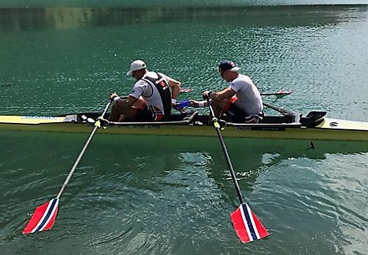 OPPKJØRING I ITALIA: Olaf Tufte og Kjetil Borch under høydetrening i Livigno. Der var det mindre krypdyr i vannet.
