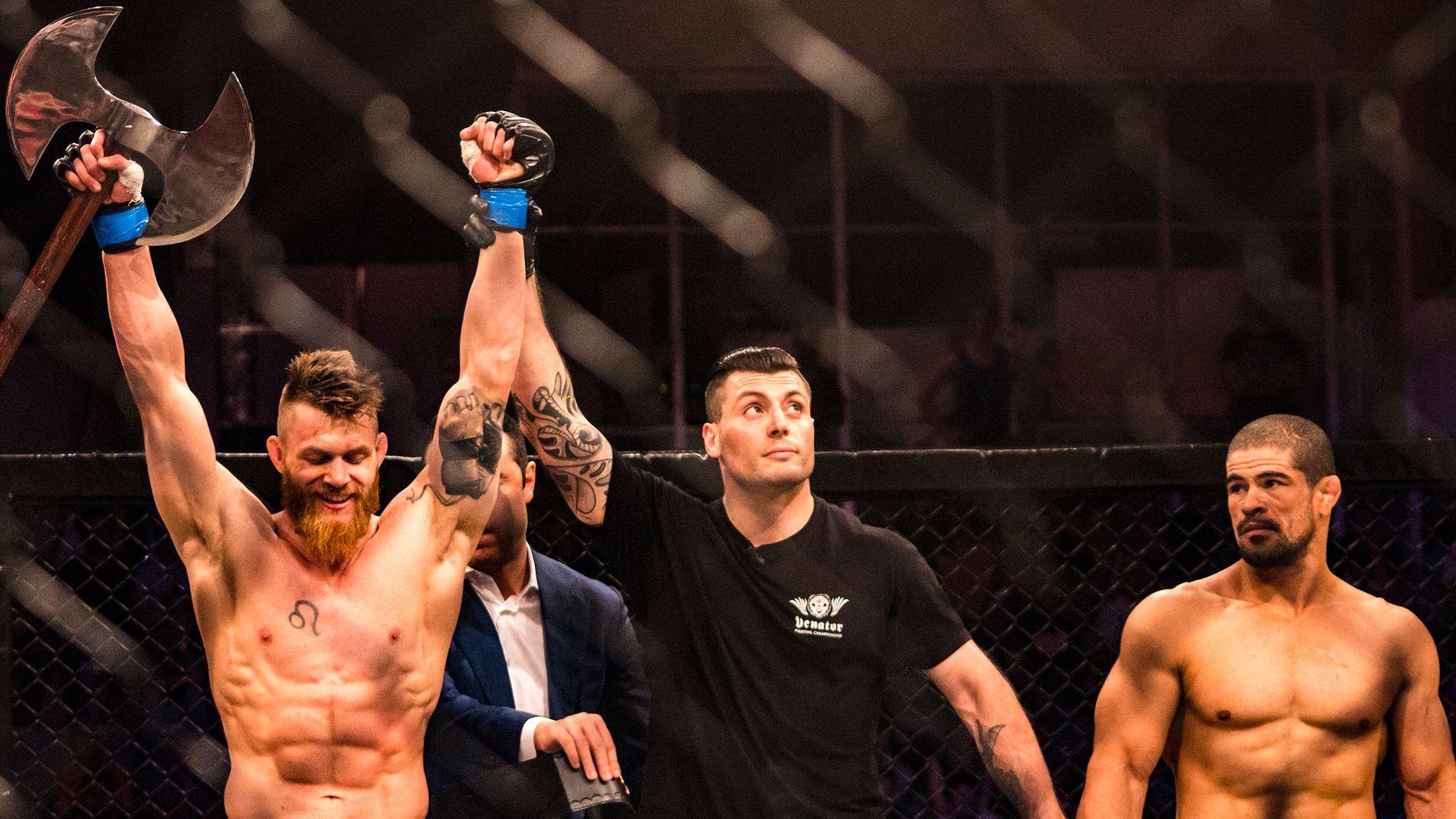 SJOKKET: Her jubler Emil Meek etter å ha vunnet på knockout på 45 sekunder mot Rouismar Palhares i Milano. Kampen fungerte som inngangsbillet til UFC for Meek.