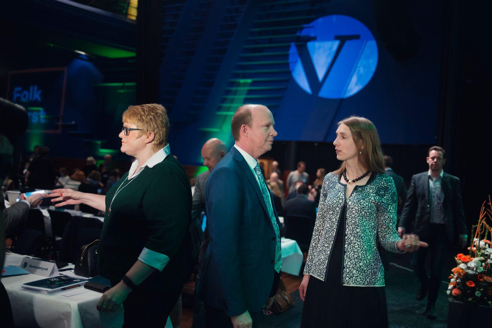 PARTIKOLLEGER: Leder Trine Skei Grande, stortingsrepresentant Ketil Kjenseth og statsråd Iselin Nybø, her på Venstres landsmøte.