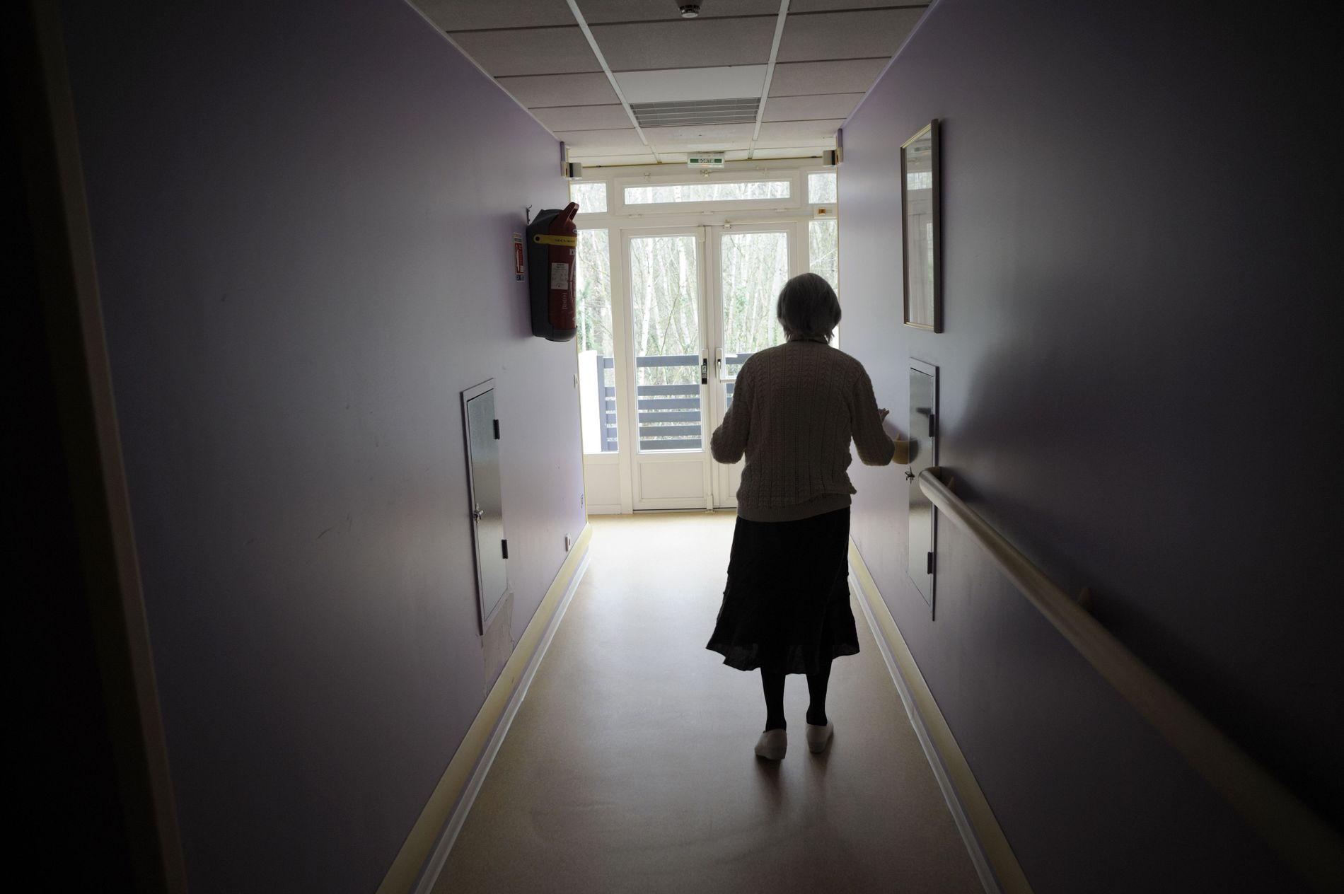 FEIL SPOR: I 25 år har forskerne forsøkt å fjerne plakk i hjernen til Alzheimers-pasienter, i den tro at det er årsaken til den fryktede sykdommen. Men behandlingen virker ikke. Nå frykter noen at teorien kan være feil. FOTO: Sebastien Bozon/AFP