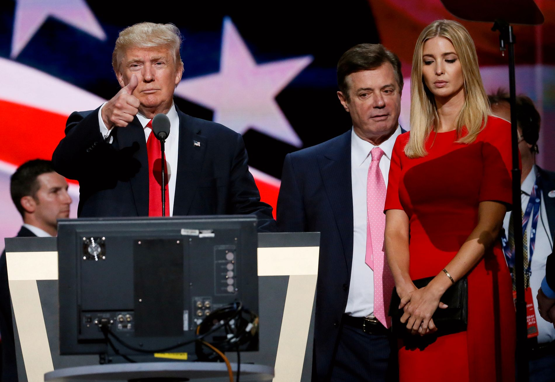 DEN INNERSTE SIRKEL: President Donald Trump, hans tidligere kampanjesjef Paul Manafor (i midten) og hans datter Ivanka under Det republikanske partietslandsmøtet i 2016.