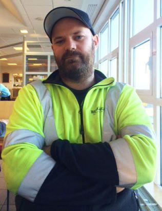 BOR I BY'N: Marius Eriksen Fagernes er blant de så vidt over 1000 menneskene som bor innenfor Ring 1. Der parkerer han hver dag bilen sin etter jobben på Ringnes på Gjelleråsen.
