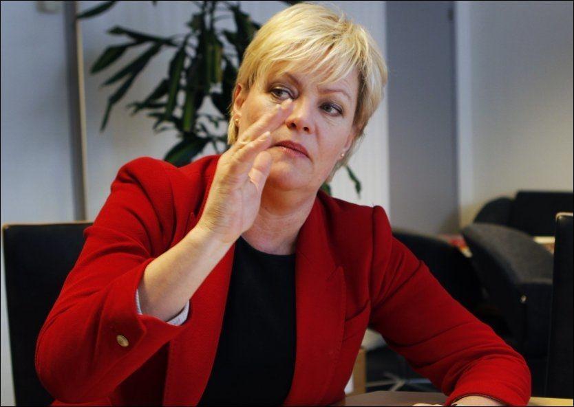 UENIG: Kunnskapsminster Kristin Halvorsen mener at det fremdeles er utfordringer, men at tallene går i riktig vei. Foto: Nils Bjåland