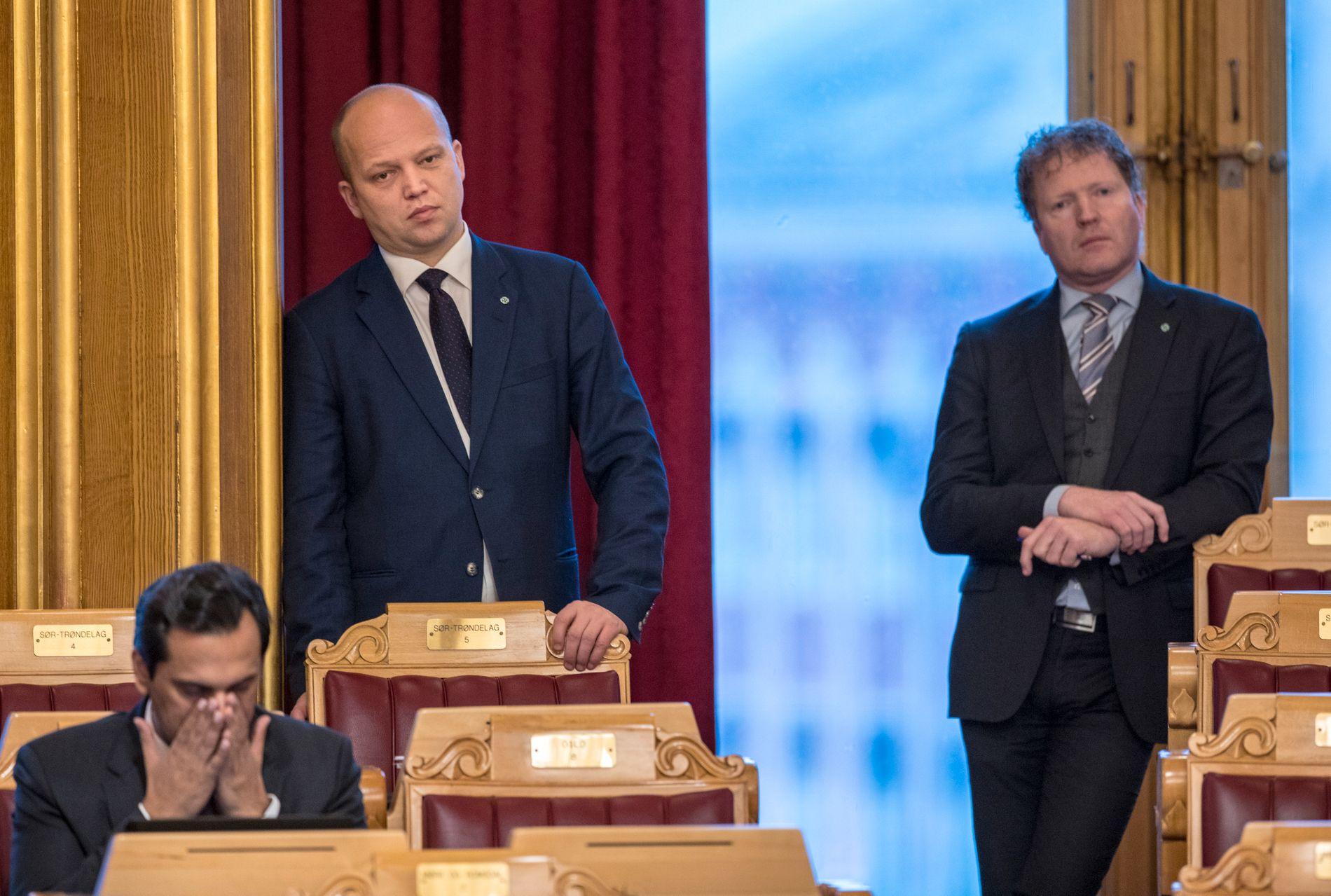 VIL HELLER UTREDE: Senterpartiets Trygve Slagsvold Vedum og Sigbjørn Gjelsvik stoppet pensjon fra første krone i denne omgang.