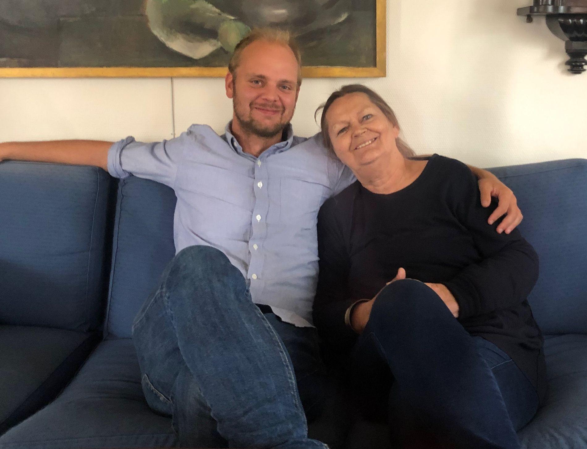 MIMIR OG MAMMA: Kjærligheten er vanskelig når kreften trenger seg imellom. Mimir Kristjansson har skrevet bok om mamma Marit Wilhelmsen, kampen hennes mot kreften og livet på trygd.