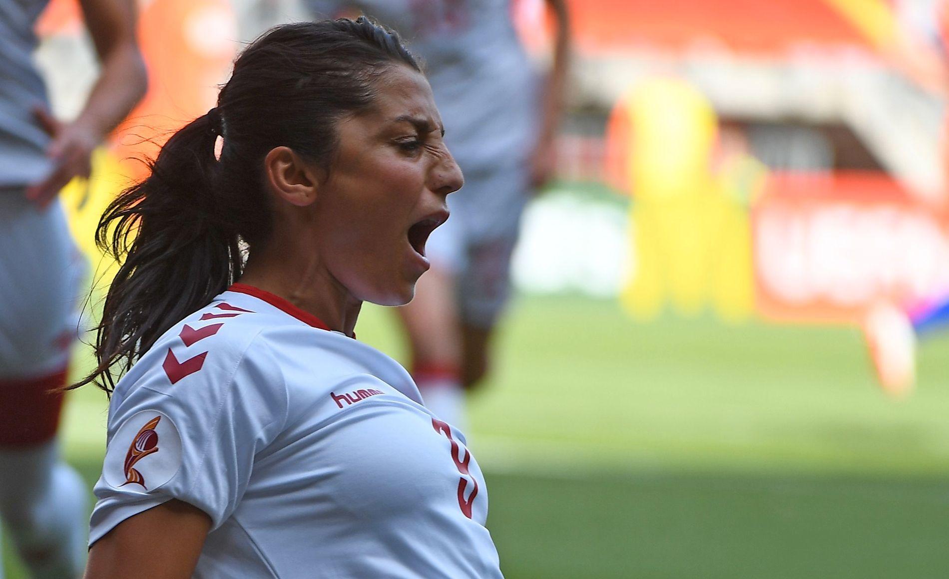 SCORING: Nadia Nadim feirer målet sitt i finalen mot Nederland.