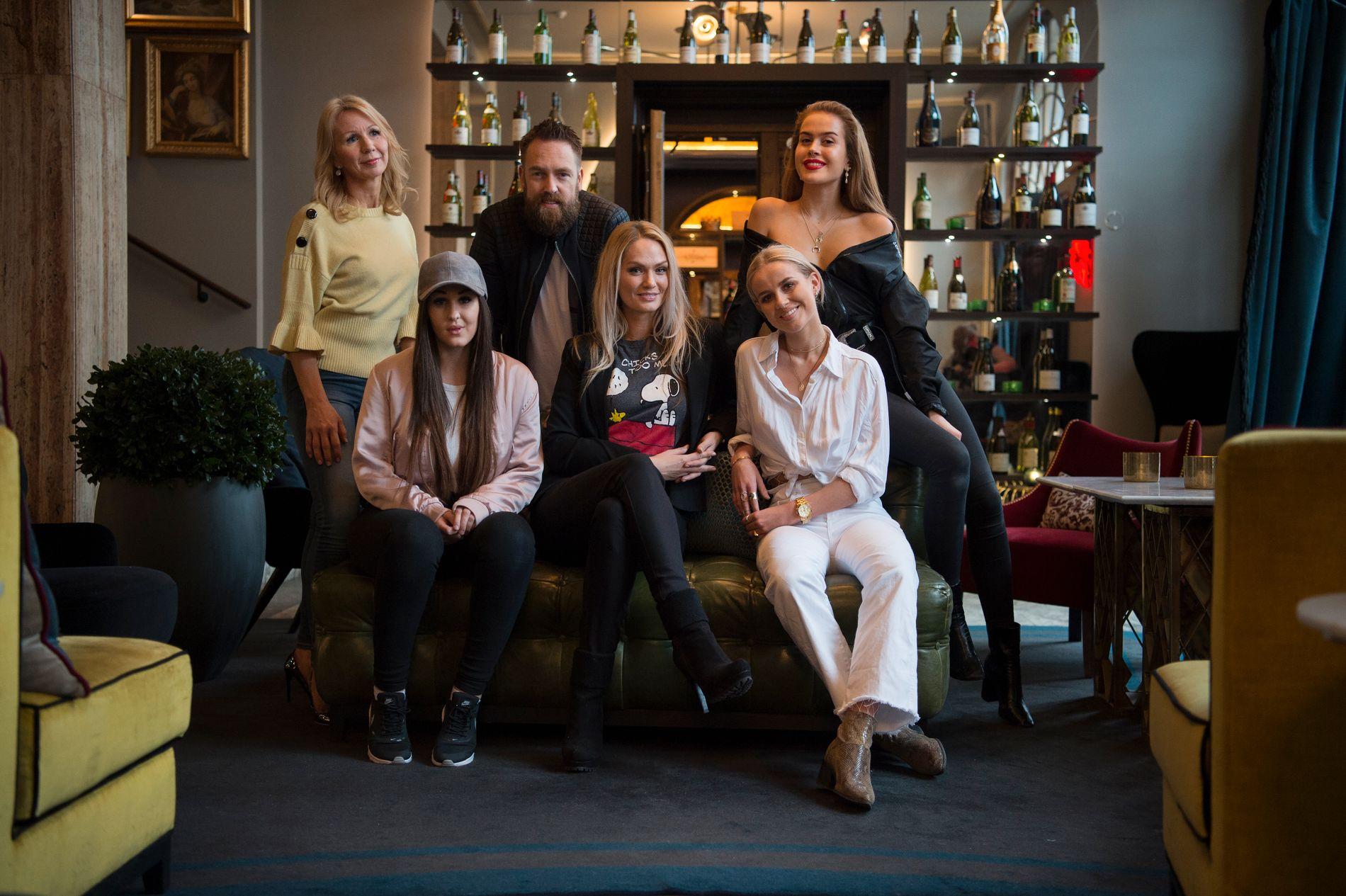 NY SESONG: «Bloggerne» er tilbake på skjermen på TV 2. Foran fra venstre Anna Rasmussen, Marna Haugen Burøe, Anniken Jørgensen. Bak Anne Brith Davidsen, Ørjan Burøe og Kristine Ullebø.