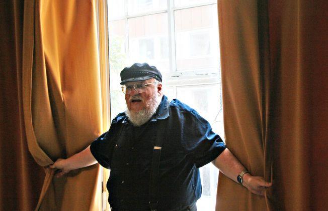 RAKK IKKE FRISTEN: «Game of Thrones»-forfatter George R. R. Martin fortalte lørdag til fansen at boken hans trolig ikke vil bli ferdig før neste sesong begynner å rulle på TV-skjermene. Her er han fotografert av VG under et intervju i fjor.