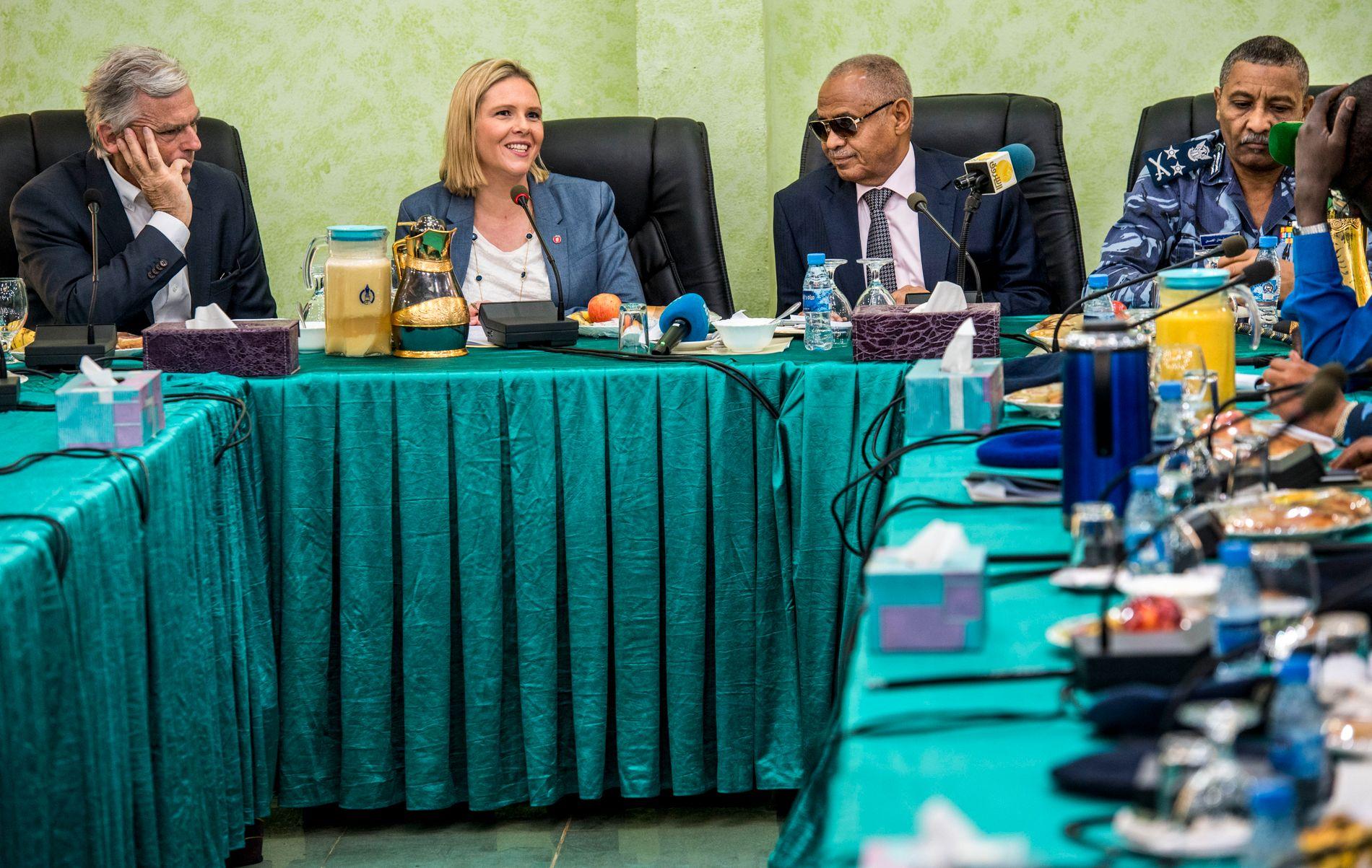 MØTER OM RETURAVTALER: Innvandrings- og integreringsminister Sylvi Listhaug var tirsdag i et møte med Sudans innenriksminister, general Hamid Manan.