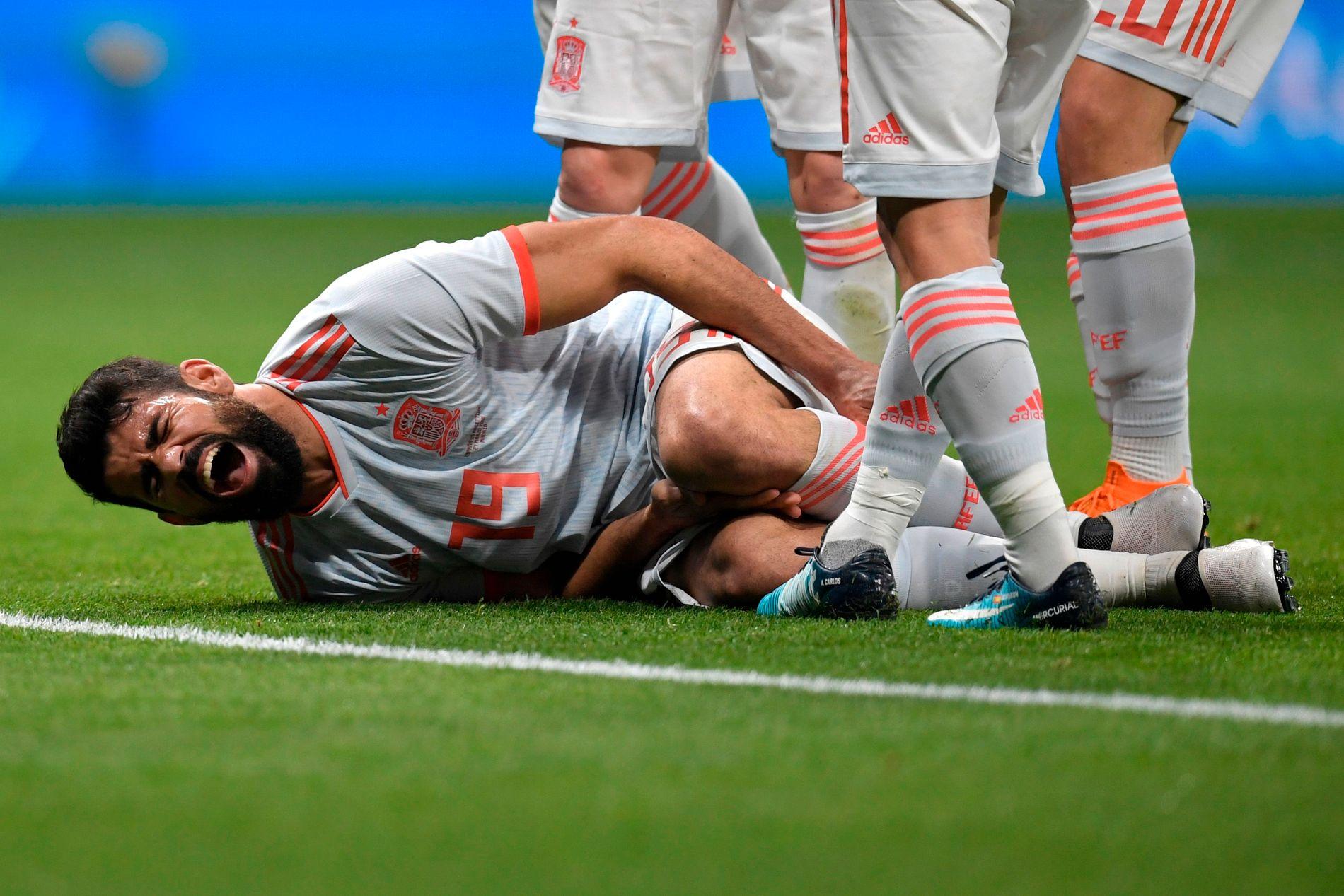 Fotballspiller Diego Costa får ofte vondt - som her i vennskapslandskampen mellom Spania og Argentina forrige uke. Ifølge en norsk studie er det god sjanse for at vennene hans har omtrent samme smerteterksel som ham selv.