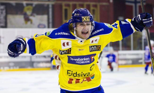 GUL JUBEL: Her feirer Linus Johansson etter å ha scoret i møtet mellom Storhamar og Vålerenga på Jordal tidligere i høst. Også tirsdag avgjorde Hamar-laget oppgjøret mellom de to rivalene.