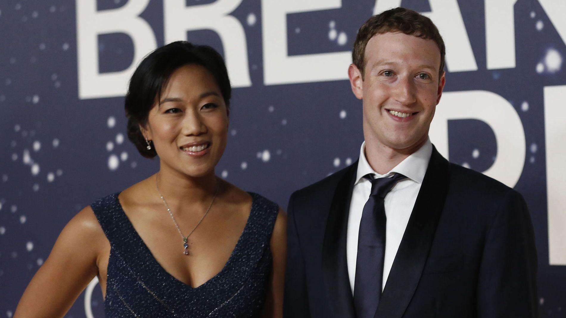 FIKK FETERE LOMMEBOK: Facebook-gründer Mark Zuckerberg med hans kone og tidligere medstudent ved Harvard, Priscilla Chan.