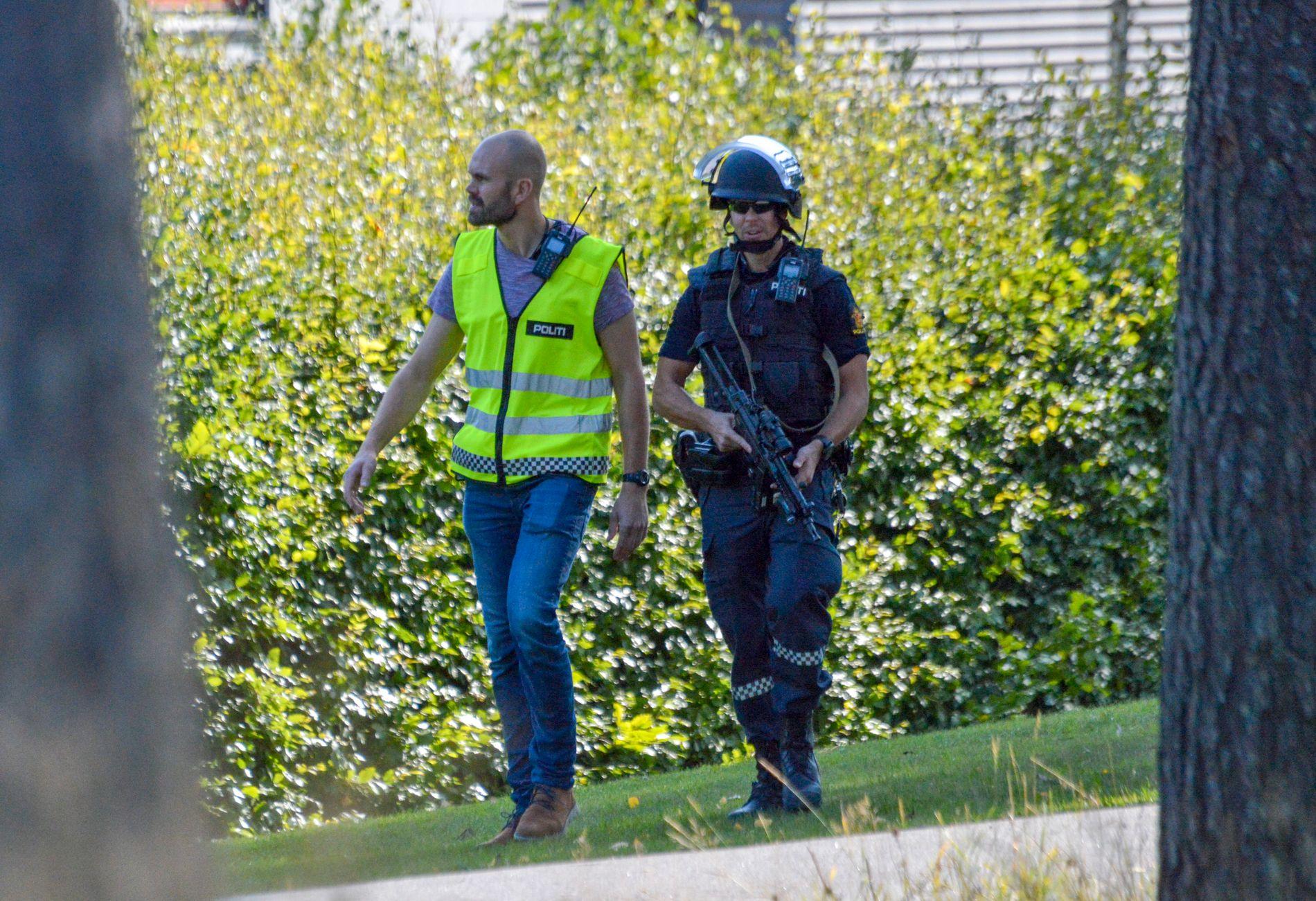 AKSJON: Politiet var fredag formiddag på plass ved Skien fritidspark.  Nå er mannen siktet for å være i besittelse av våpenkopi på offentlig sted.