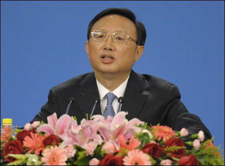 ADVARER: Kinas utenriksminister Yang Jiechi ønsker ikke Dalai Lama skal få snakke om Tibets uavhengighet. Foto: AFP