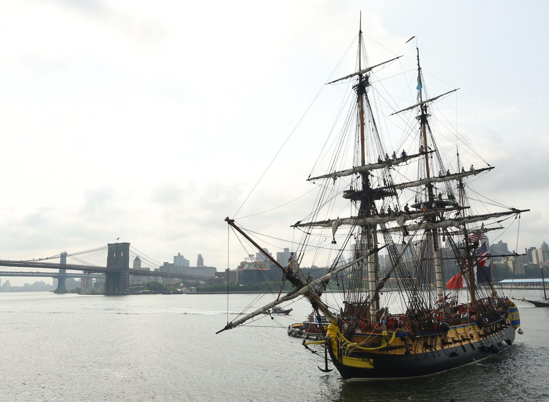 SPEKTAKULÆRT: Dette bildet er tatt fra South Street Seaport på Manhattan i New York. I dette området skal Carlsen spille VM-kamp i november.