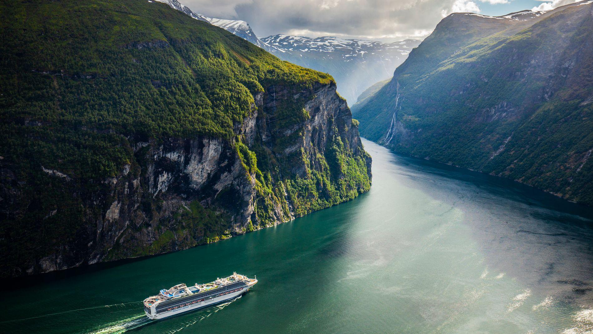 VERN AV VERDENSARV: Norske myndigheter ønsker å forhindre at store skip slipper ut avfallsstoffer i blant annet Geirangerfjorden. Det gjøres på gal måte, mener verdens største cruisebransjeorganisasjon.