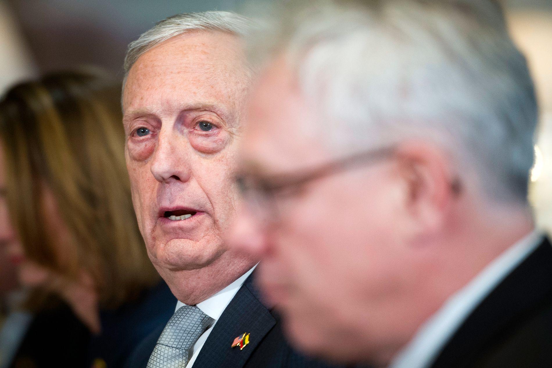 GÅR AV: USAs forsvarsminister Jim Mattis slutter i jobben i februar.