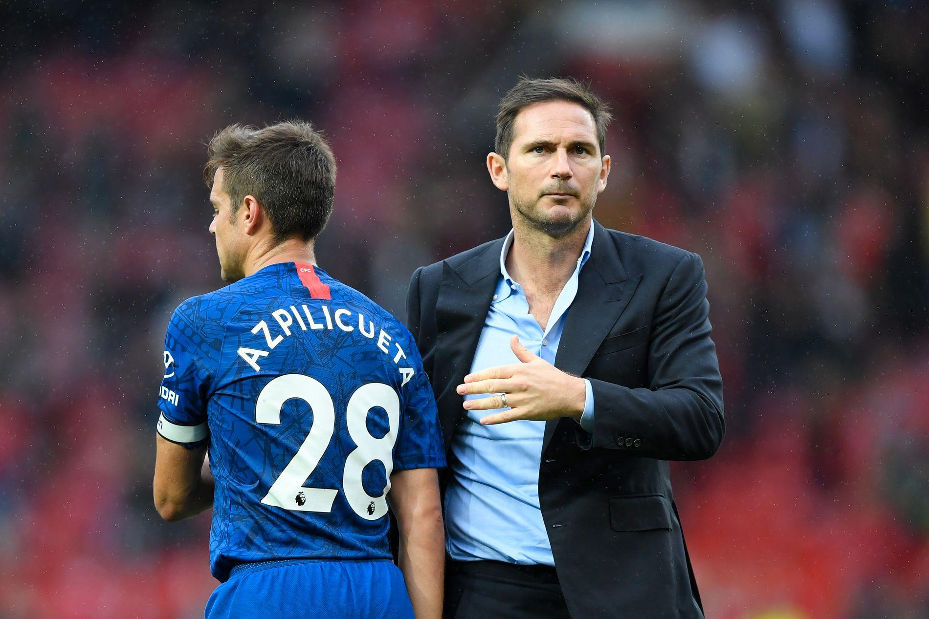 TØFF START: Frank Lampard fikk en tung begynnelse som Chelsea-manager med 0–4-tap borte mot Manchester United. Her med César Azpilicueta.