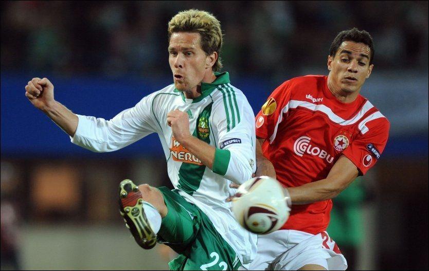 VIL VEKK: Ragnvald Soma er ikke fornøyd med situasjonen i Rapid Wien og ønsker seg vekk. Her er han i aksjon mot CSKA Sofia i Europa League i 2010. Foto: AFP