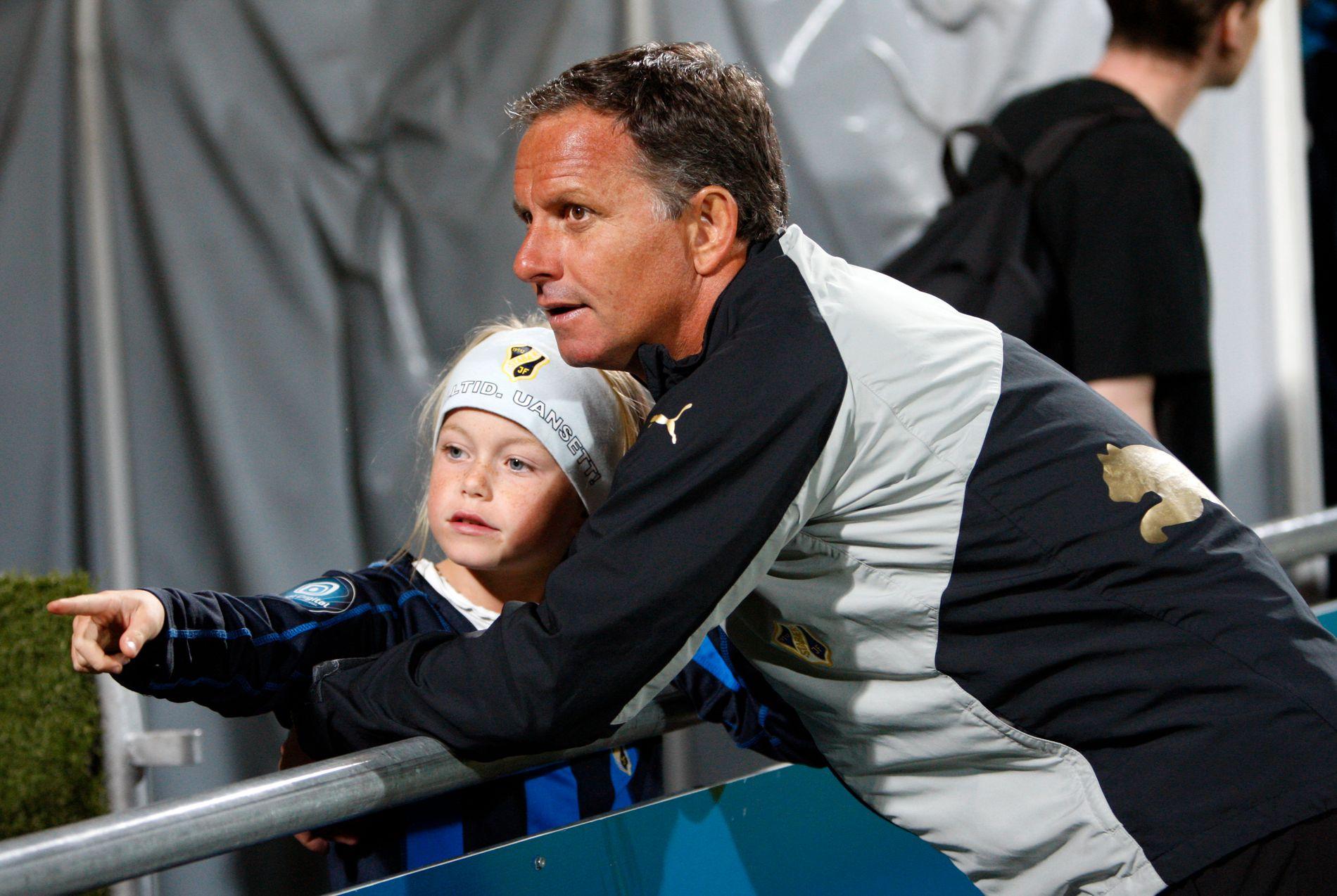 DEN GANG DA: Jan Jönsson og datteren Zara i 2008-sesongen hvor Jönsson ledet Stabæk til seriegull. Her fra en kamp mot Lillestrøm på Åråsen.