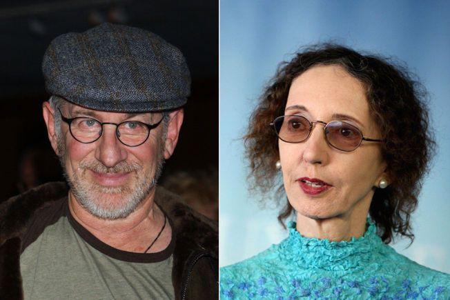 KRITISK: Joyce Carol Oates mener det var dumt av Steven Spielberg å drepe dinosauren i bildet. Problemet er at dinosaurene ikke eksisterer, og at den på bildet er falsk.