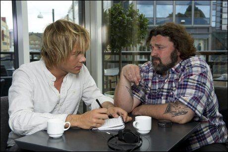 c57a6f10 PÅ TOMANNSHÅND: Hans Erik Dyvik Husby intervjues av VGs journalist Morten  Hegseth. Foto: Espen Braata