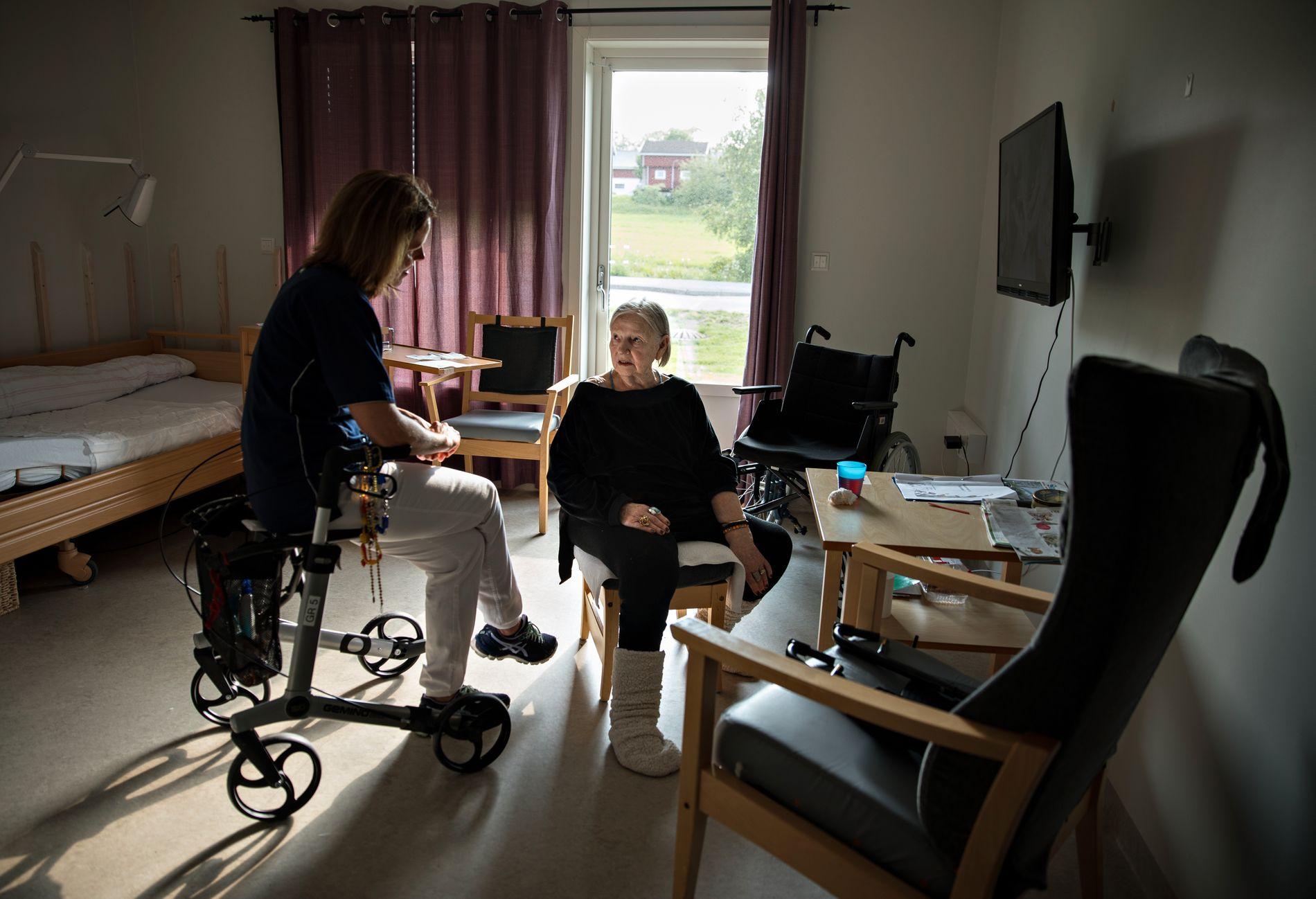 NATT-TRANSPORT: VG har fortalt historien om Lillemor (82) som ble fraktet ut fra Sykehuset Østfold Kalnes midt på natten.