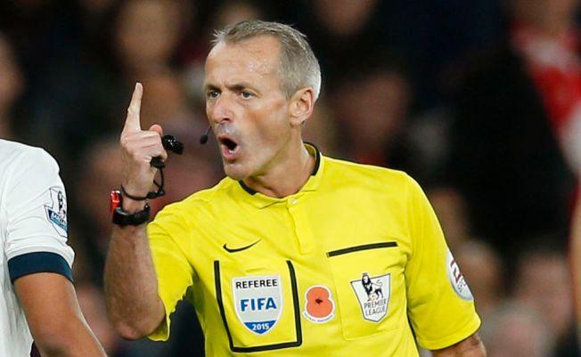STRENG: Martin Atkinson er dommeren som deler ut flest kort i Premier League.