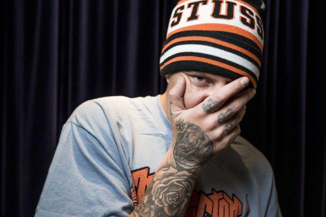 HYLLES: OnklP får stående ovasjoner for sin nye, angstfylte sang. – Det kan være at låten fungerer som eksorsisme, det føles som å ha fått av seg en ryggsekk, sier rapperen.