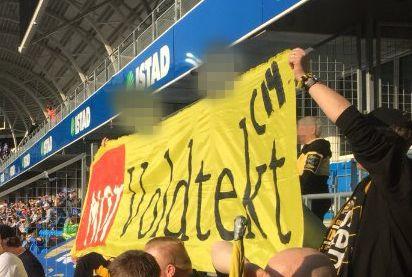 BLE FJERNET: Dette banneret fikk ikke Lillestrøm-fansen bruke lenge i Molde sist søndag.