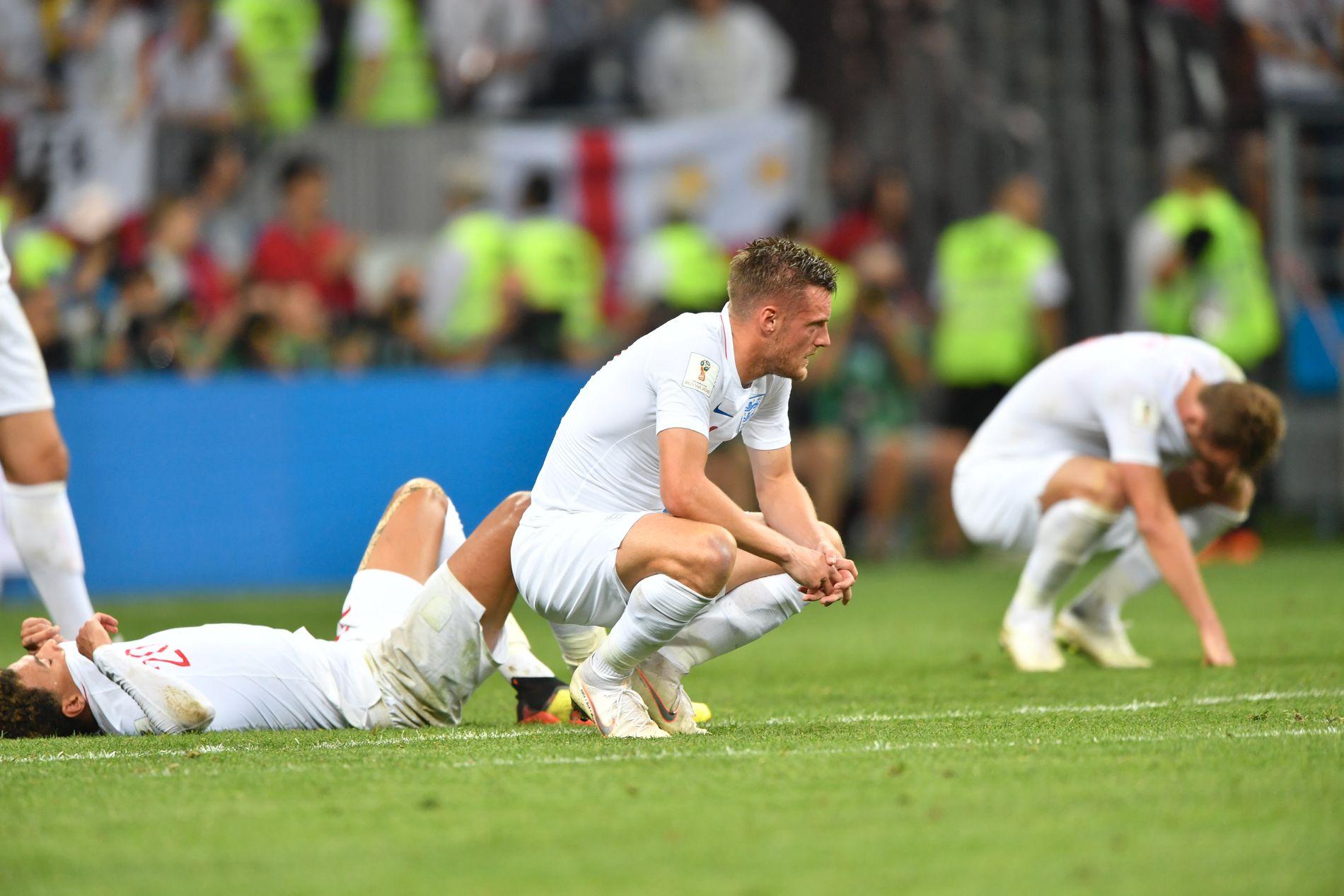 NEDBRUTT: Fortvilte engelskmenn etter semifinaletapet. Jamie Vardy i midten.