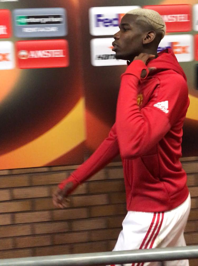 PRESSE-NEI: Paul Pogba snakket bare med Manchester Uniteds TV-kanal etter kampen. De titalls franske journalistene som håpet på noen ord fra stjernen, måtte klare seg uten.