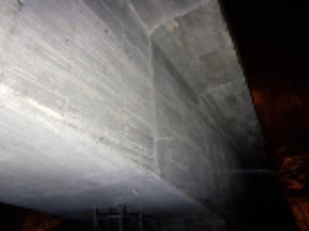MØRKT: Straumsundet bro ble inspisert 23. januar i år. Bildene i inspeksjonsrapporten er tatt med kunstig lys i mørket.